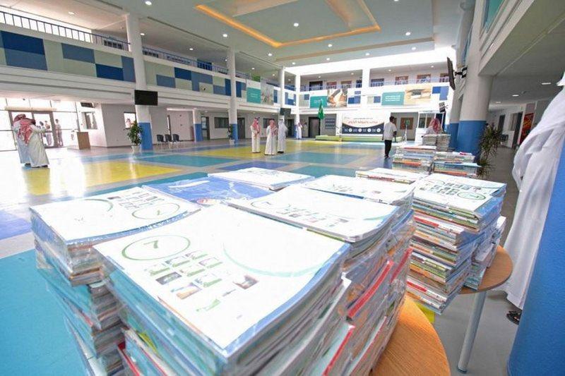وصول الكتب للمدارس استعداداً لبداية جادة ومنتظمة للفصل الدراسي الثاني.