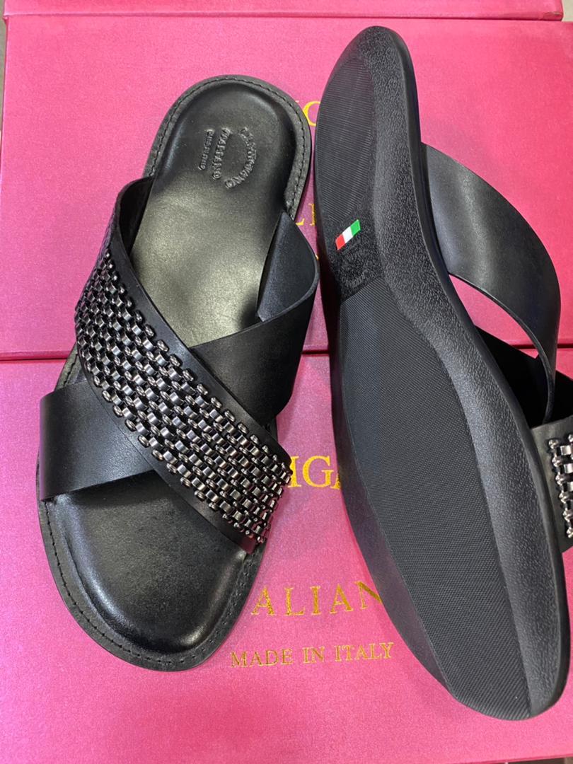L'artigiano slippers/sandals - only big sizes.  47/48/49  @ 25k #UgandaDecides2021 #Askunde #Cbm7 #IamSingleBecause #ikorodu #NDCElectionPetition #SamsungUnpacked #adamugaruba #Burnaboy #waspapping #Crowwe