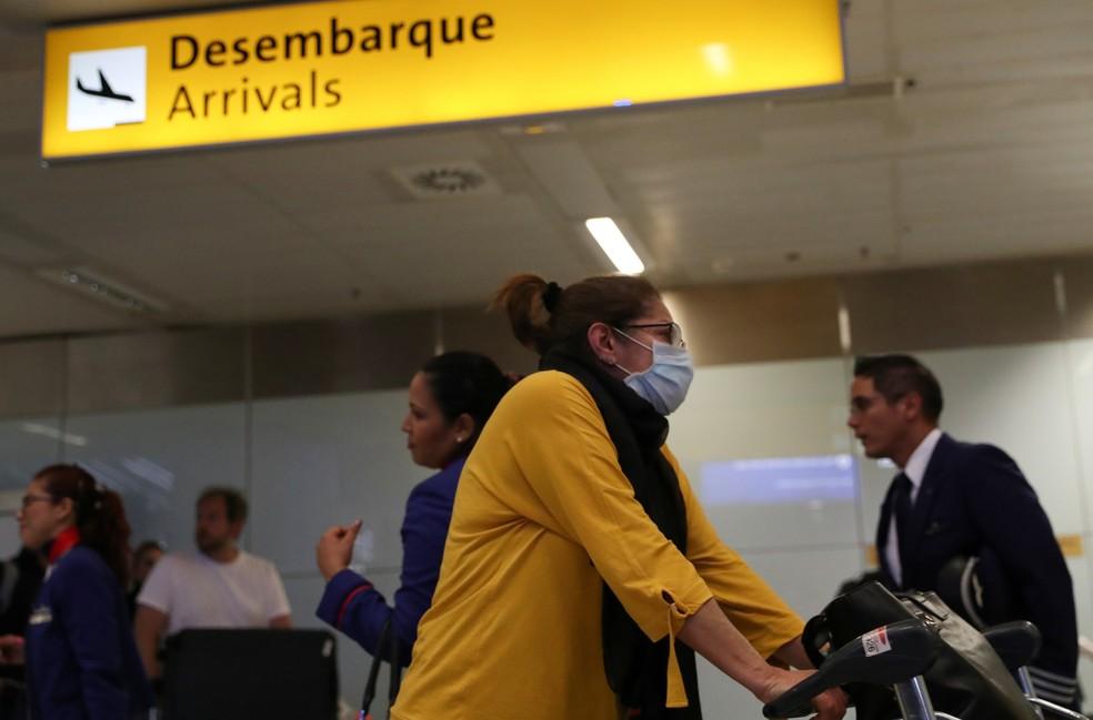 Reino Unido barra viajantes do Brasil e de outros 14 países por nova variante do coronavírus  #G1
