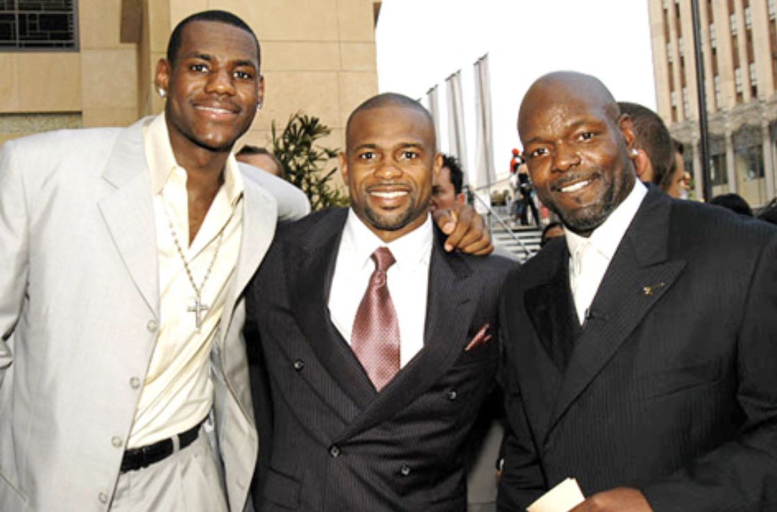 Throwing it back this Thursday. Iron sharpens iron. @EmmittSmith22 @KingJames #yallmustveforgot #cantbetouched #legend