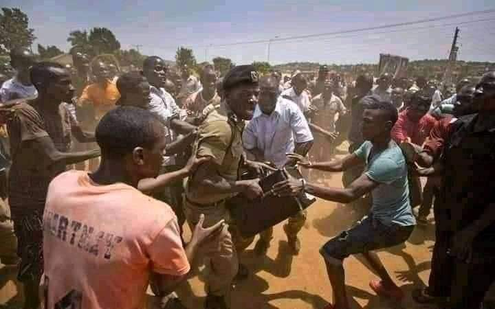 Replying to @AfricaStoryLive: #UgandaDecides : The youth stopping a police man from stealing ballot