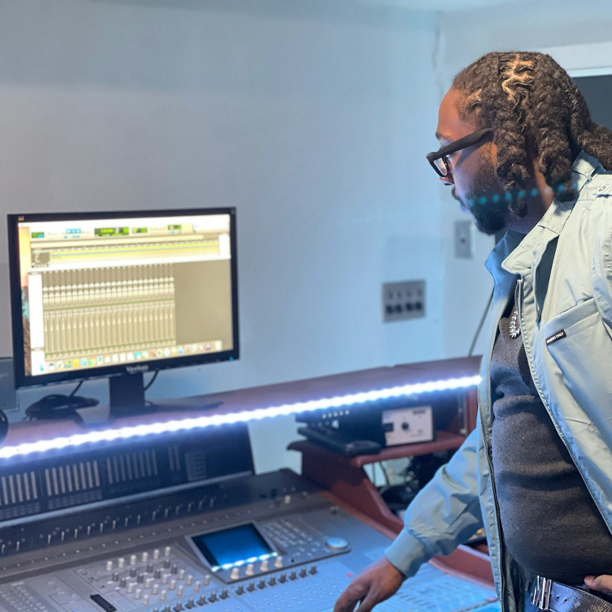 Rise & Grind🤑☀️   #studioflow #engineering #protools #producer #dmv #thursday #studio #workinprogress