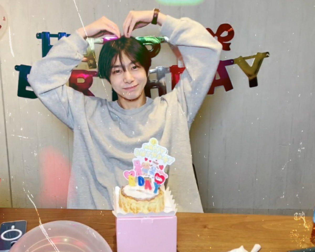 Feliz cumpleaños bebé hermoso🤍pide un deseo! 💫🎂🎈  @OfficialMonstaX #HYUNGWON #Hyungwon #hyungwonbirthday  #HyungwonweloveyouMONBEBE #HappybirthdayPrinces🐢 #생일축하합니다형원 #PrinceHYUNGWON'sDay #MONSTAX #Monbebe