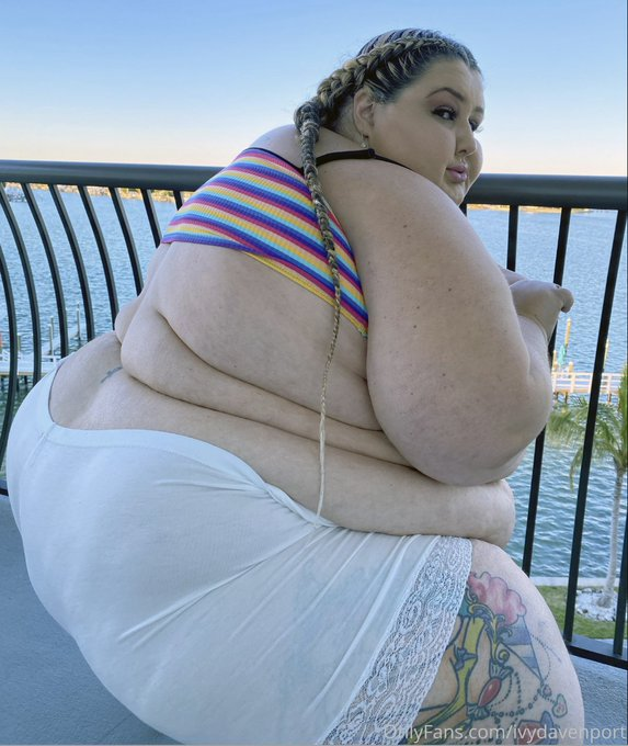 Vote for me for BBW of the year on @manyvids!!   VOTING REWARDS! $10 = any 2 vid $20 = 3 months OF  $50
