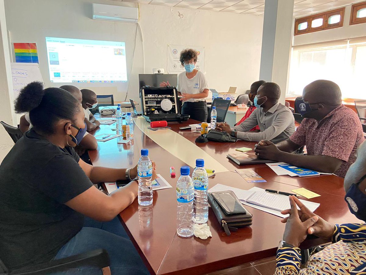 Trainings on digital literacy have started in Nampula, thanks to @VodafoneFdn  Teachers + students are learning how to use technology to empower community and enhance teaching quality and student motivation.   Bridging the gap between youth, technology and education!