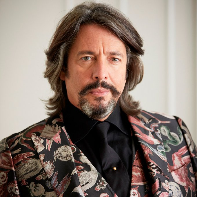 A big happy birthday to Dave Grohl. 52 today!