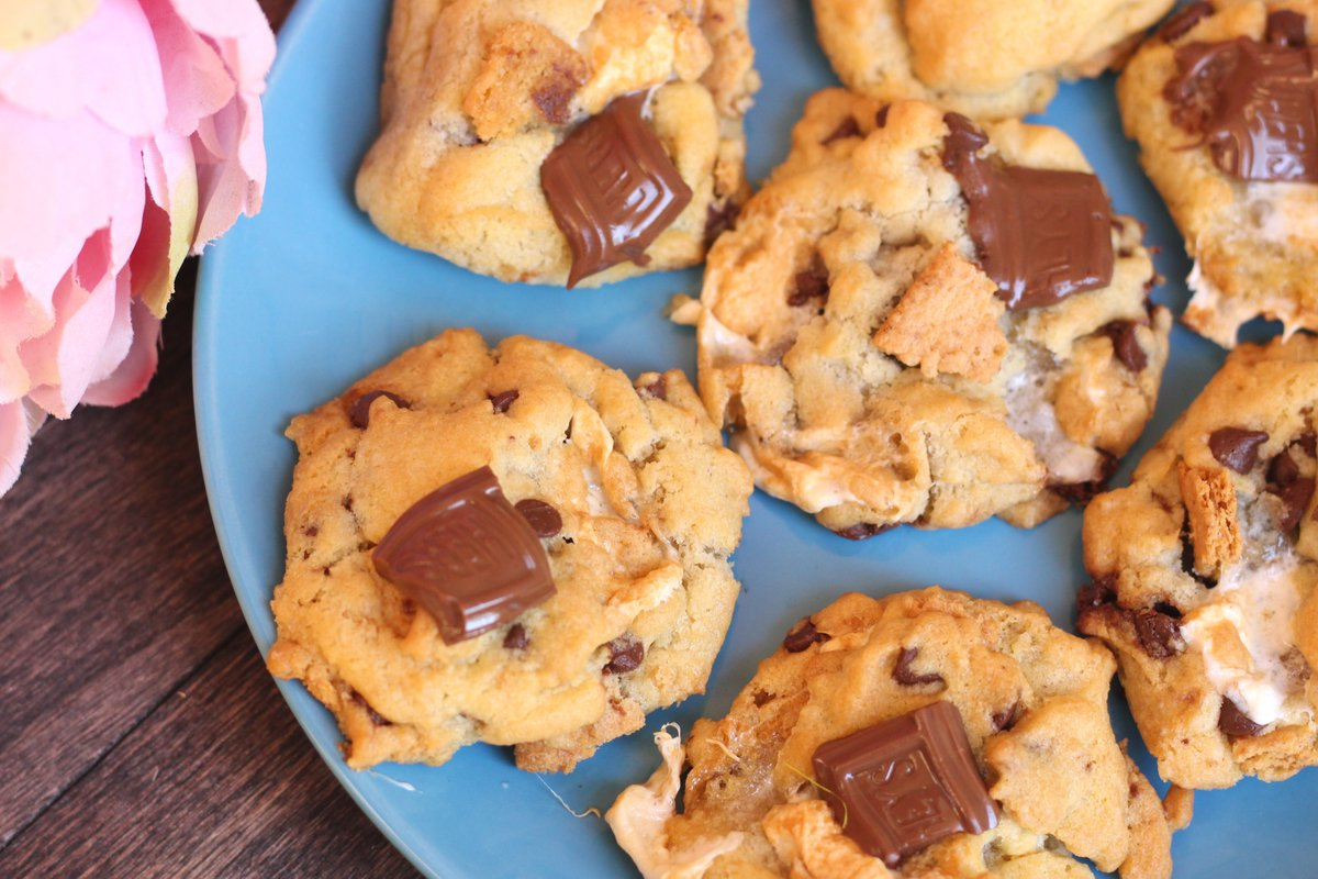 Make a batch of these Air Fryer S'mores Cookies!  (includes instructions for oven baking, too!)    #airfryer #cookies #smores #thursdayvibes