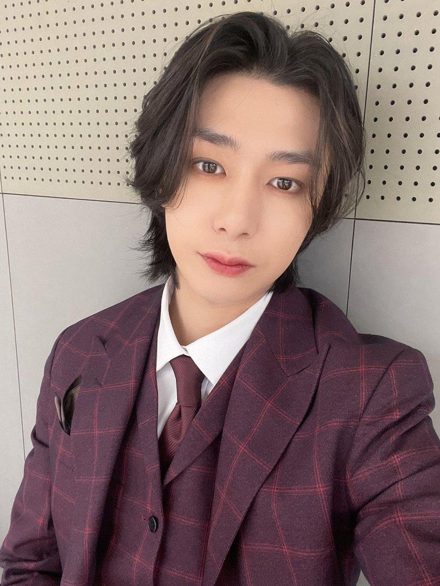 aprecio tu trabajo y cada cosa que tienes para mostrarnos; hoy es tu cumpleaños y deseo que tengas un día maravilloso y recibas mucho cariño porque lo mereces, siempre lo mejor para ti, te amo hyungwon!!♡  @OfficialMonstaX