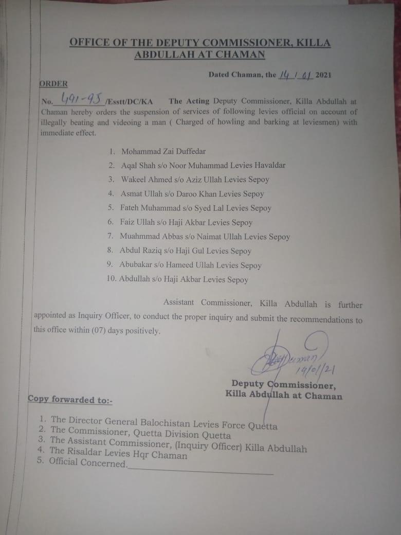 #چمن قلعہ عبداللہ میں لیویز کے ہاتھوں نوجوان  کی تذلیل کا نوٹس لے لیا گیا تھا۔ ڈپٹی کمشنر قلعہ عبداللہ نے اس واقعہ میں ملوث 10 لیویز اہلکاروں کو معطل کردیا۔ نوٹیفیکشن جاری