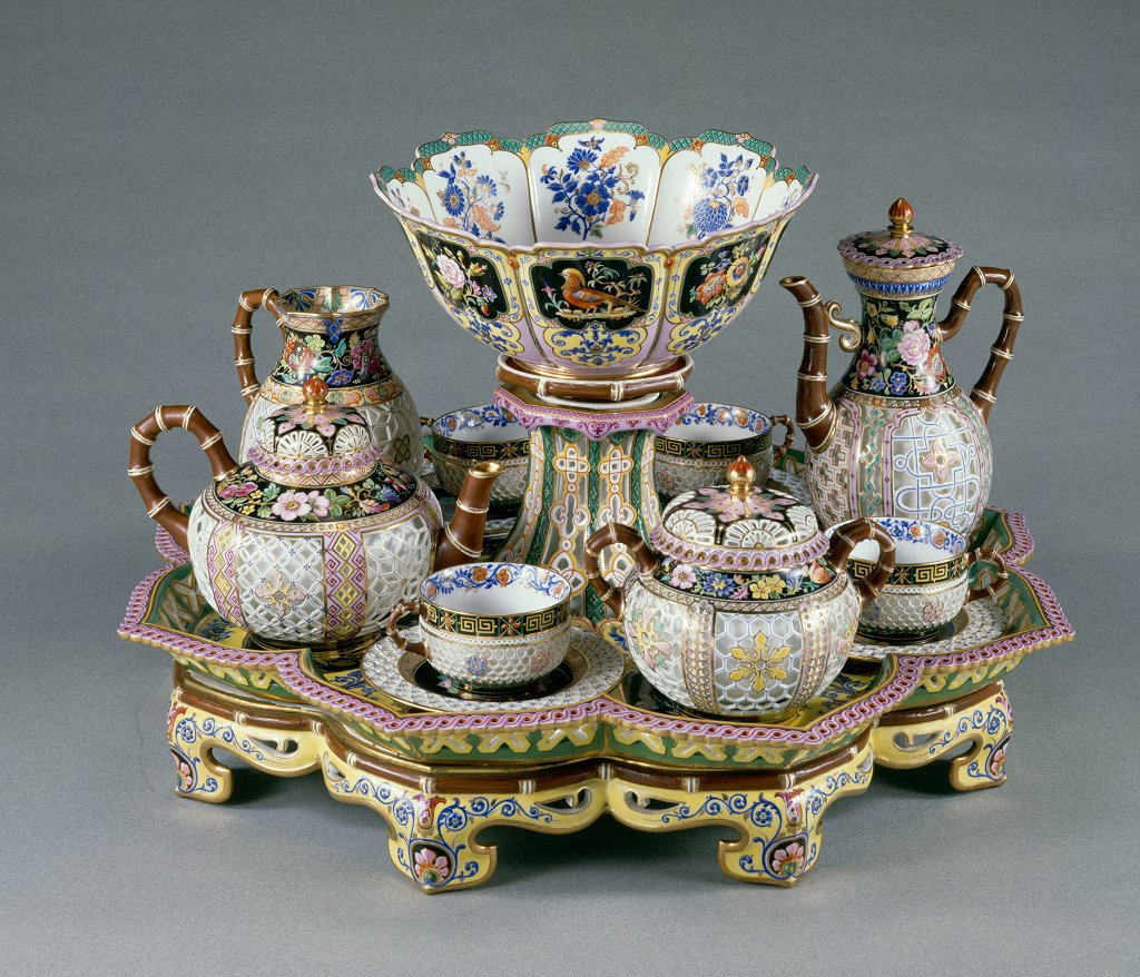 [#WorkOfTheDay] Queen Marie-Amélie's cross-linked chinese ' lunch is one of the most exceptional pieces made at the Sèvres China Manifacture under the reign of Louis Philippe. ☛  #DecorativeArts