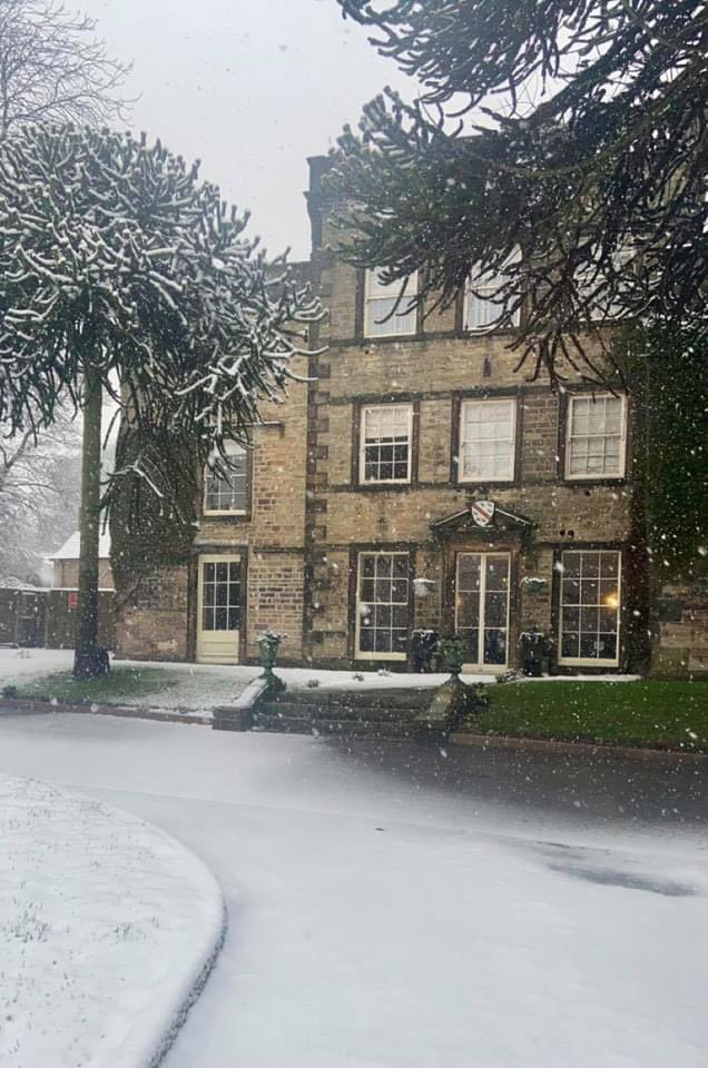 Doesn't our hotel look lovely in the snow?! ❄️⛄️  If the snow means you are going to be unable to get home tonight and need a room, we are open for those traveling for essential reasons.   Please get in touch to book:  T. 0114 248 43 53 https://t.co/5qf7CyRPgi https://t.co/WD3XXJ2kat