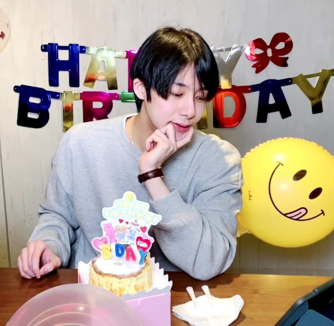 Happy Birthday to my little prince, I'm so proud of him and he deserves everything in the world 🥺💜💜💜 #HBDtoHYUNGWON