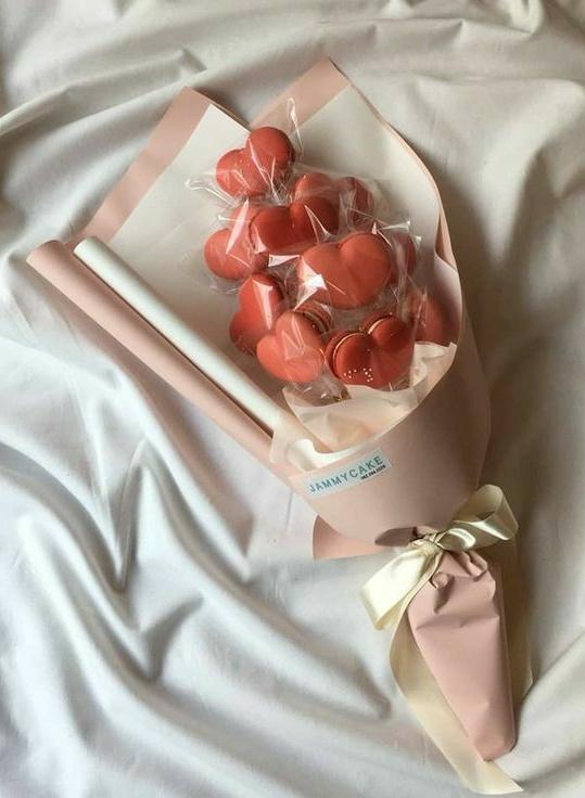 No olvides darle su regalo de cumpleaños!! 🎁🎀💖  《La 7ma foto de tu Pinterest es tu regalo para hyungwon》