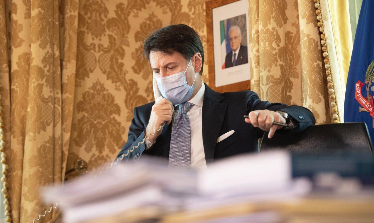 Lunga e articolata conversazione telefonica con @BorisJohnson.  Clima, energia, G7, G20 e salute al centro dei colloqui. Ma anche Libia e intensificazione dei rapporti bilaterali 🇮🇹🇬🇧 https://t.co/MxPbDoXitE
