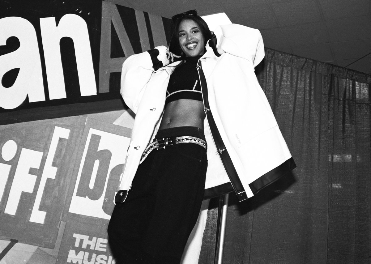 Today, on her birthday, we remember the life and legacy of the mega-talented queen, Aaliyah. 🖤👑
