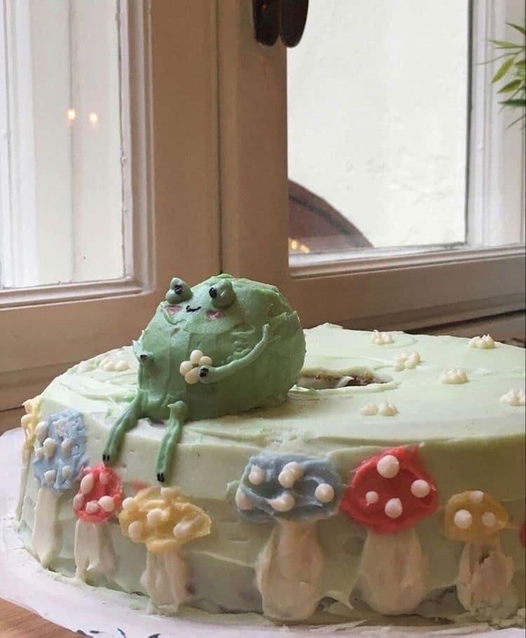 someone plz make me a froggie cake