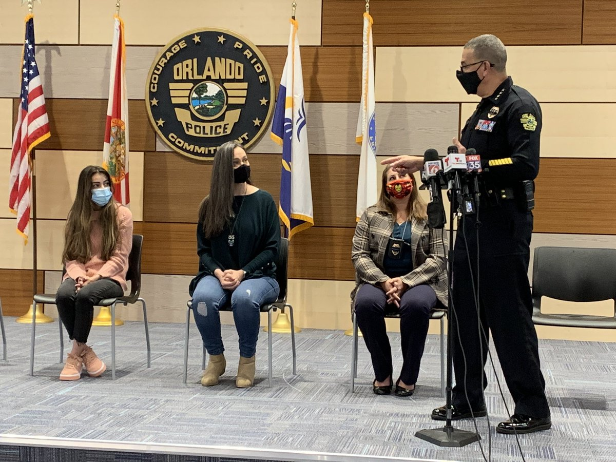 """Chief Orlando Rolon, @OrlandoPolice, with waitress Flavaine Carvalho (middle) who saved an abused 11yo when he was dining with his family. They say the boy was """"tortured."""" The full details of his salvation on @fox35orlando at 5/6pm. #FOX35 #news #crime #update"""