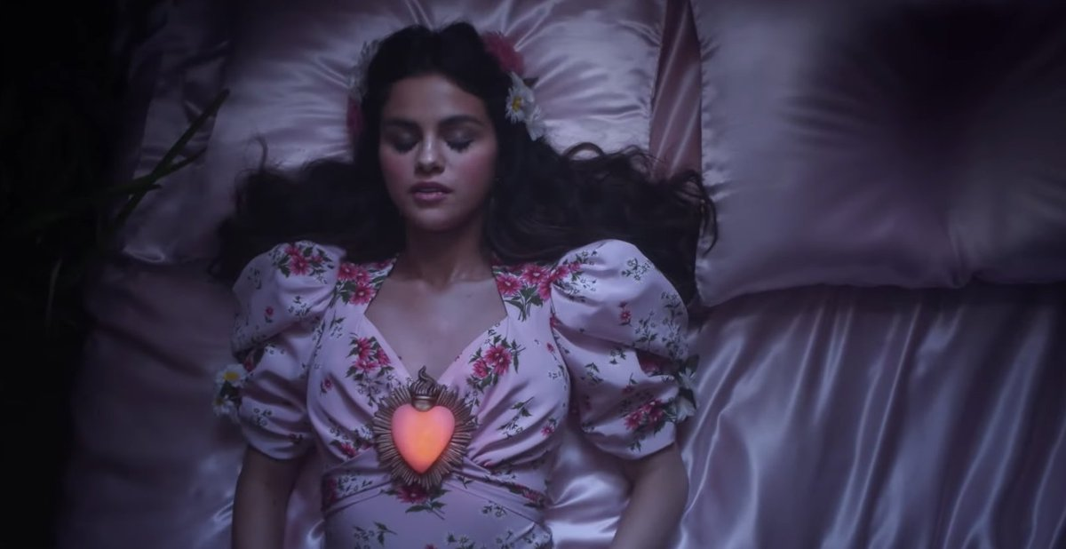 I am STUNNED  I am MYSTIFIED  I am SPEECHLESS because miss @selenagomez absolutely delivered with this incredible new sound and video for #DeUnaVez. 💗