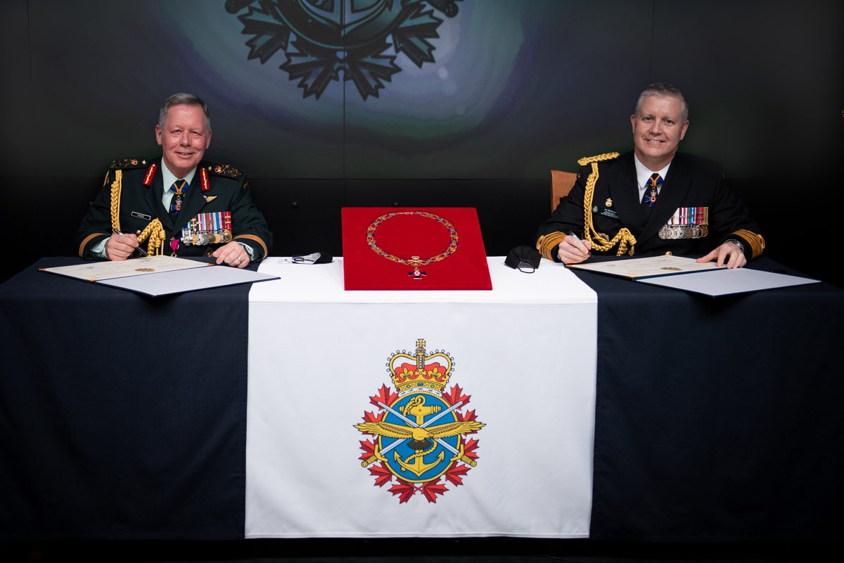 Today, Admiral McDonald assumed command of the #CAF as @CDS_Canada_CEMD. Welcome aboard, Sir! General Vance, thank you for your leadership these past 5 years. Bravo Zulu on your well-earned retirement, Sir. Pro Patria! canada.ca/en/department-…