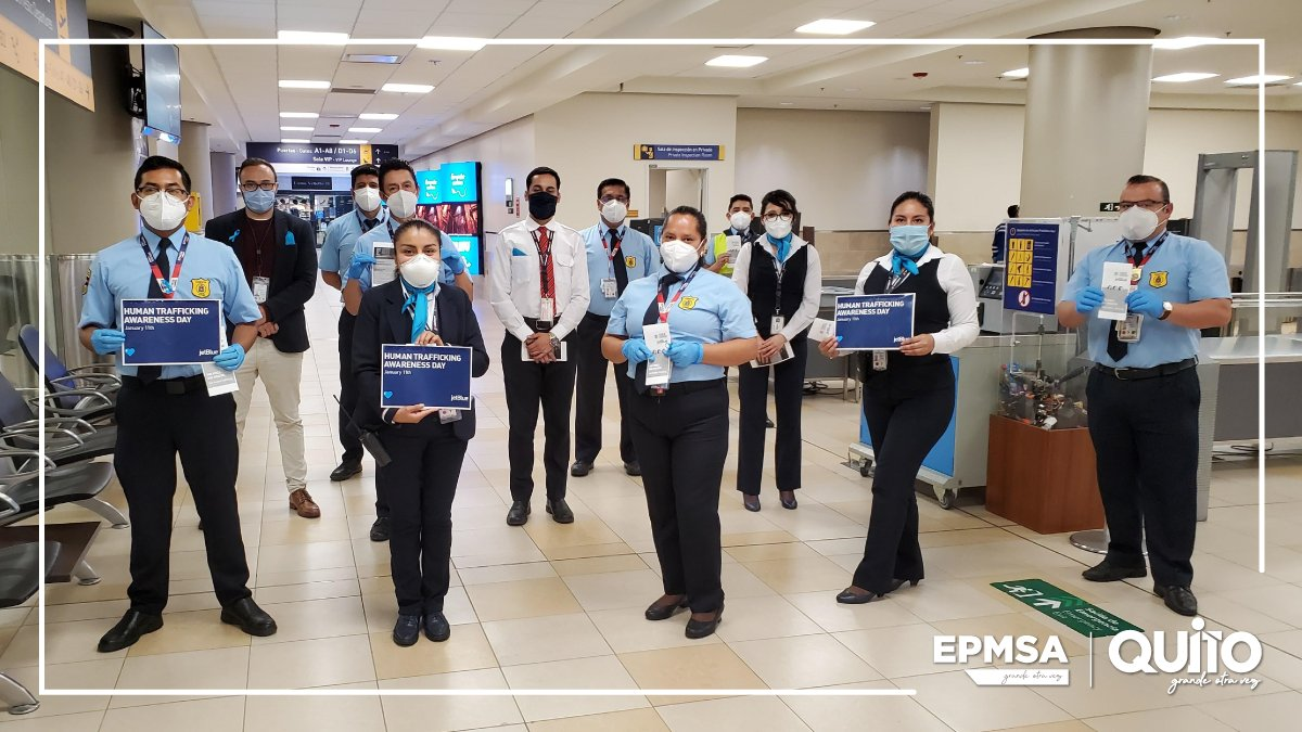 @JetBlue socializó con nuestros Agentes de Seguridad Aeroportuaria la campaña en contra del Tráfico Humano / @DHSBlueCampaign, creada por el departamento de Seguridad de Estados Unidos.  #WearBlueDay  #HumanTraffickingAwareness #QuitoVuelaSeguro
