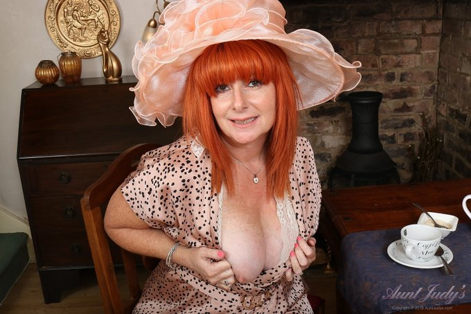 1 pic. 👒☕️ Tea Time with Melanie (pt3) ☕️👒  *EVEN MORE PICS* from Sexy 56yo GINGER GODDESS Melanie @flamehairedminx's