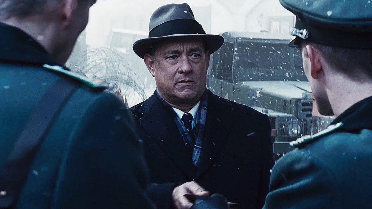 Suspense na madrugada com Tom Hanks em 'Ponte Dos Espiões'! #Corujão