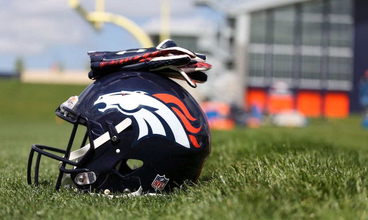 In its first two years, the @Broncos Community Grant Program distributed nearly $300,000 and supported 60 nonprofits and organizations.  The 2021 Community Grant Program application is now live! For information and to apply: