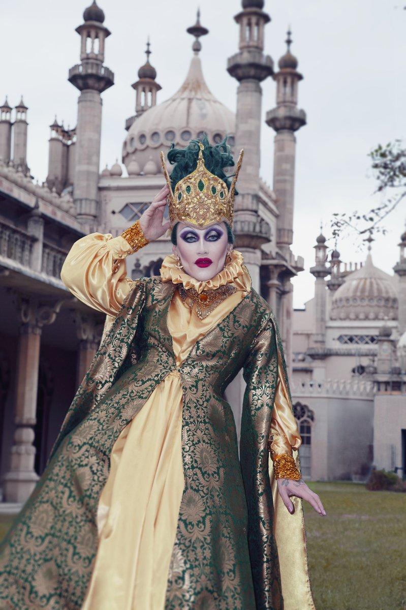 Category is.. Hometown! 👑 Brighton Royal Pavilion 👑 Outfit: Vintage Black Magic Crown: Bam Hatter Hair: Dan Chapman  📸: @Alright_Darling