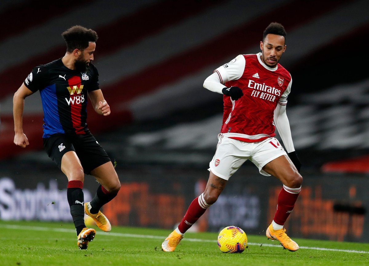 HALF-TIME Arsenal 0-0 Crystal Palace  Chances at both ends, with the visitors going closest, but it remains goalless at the break  #ARSCRY