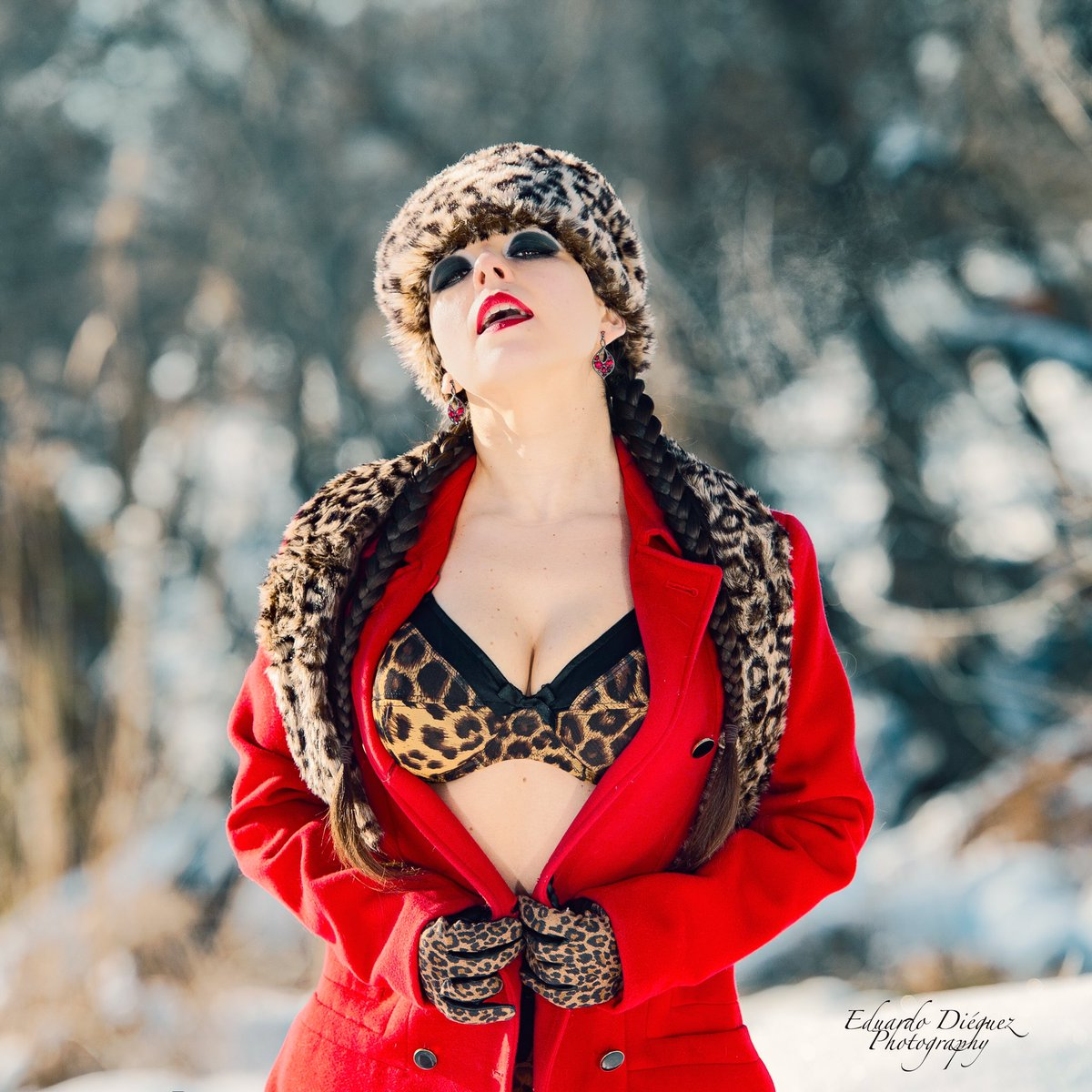 Laura is the new Bond girl. 'The spy that came from the cold...'  Love my work so much.... Shooting Filomena Alcala de Henares. Asst: BELEN DIAZ #stormy #Filomena #borrasca #snow #bondgirl #spain #sexy #felizjueves #fyp #parati #nieve #red #spain #ad #parati #leopardo #landscape