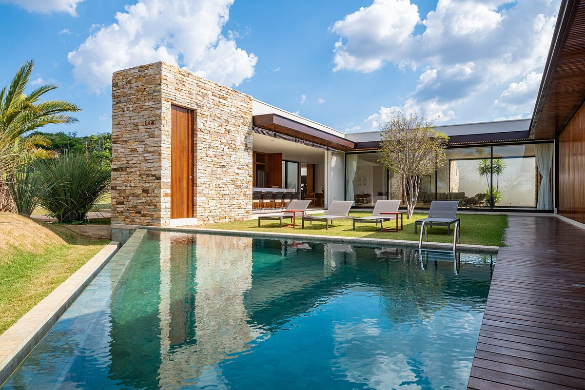 Luxury is at the heart of this modern home's design. #coolhomes #archilovers