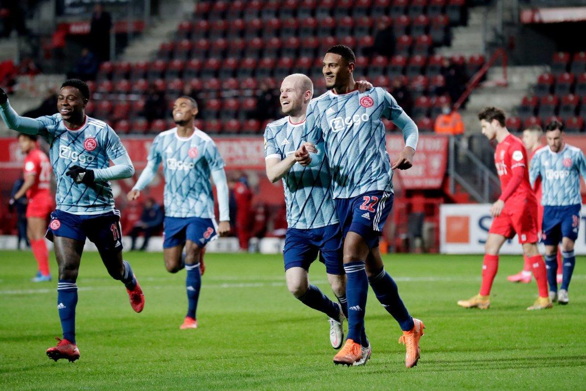 En su debut oficial con Ajax, asistió ante PSV. En su primera titularidad con el gigante de Ámsterdam, gol y asistencia ante Twente. En la Premier League no pudo brillar como se esperaba. En su regreso a la Eredivisie está volviendo a disfrutar. HALLER. https://t.co/OGJxn1cW72