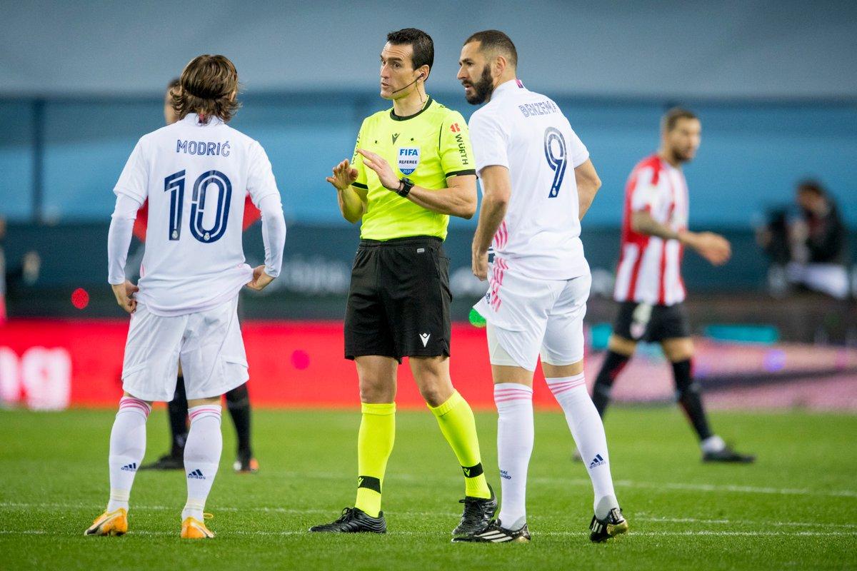 ⌚️ Six minutes of stoppage time.  1-2 I #RealMadridAthletic #Supercopa 🏆