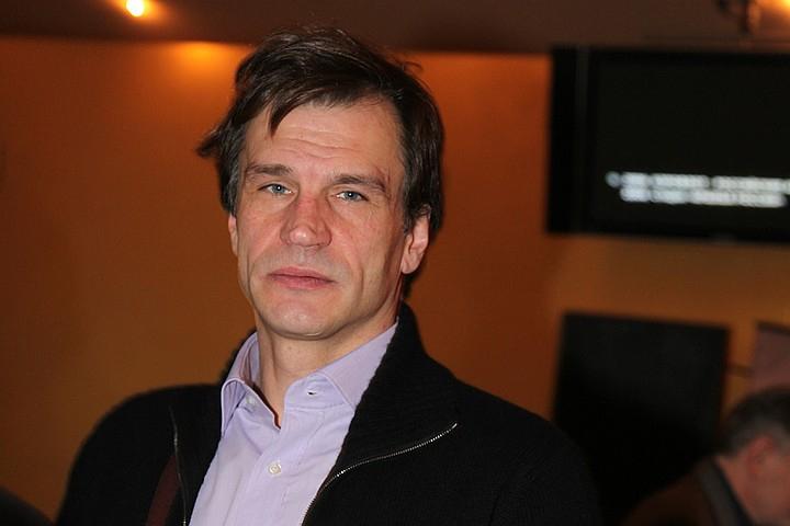 Скончался популярный актер Денис Карасев  Артисту, известному по фильмам «Катька и Шиз» и «Мы из будущего-2», было 57 лет https://t.co/Ofjb5wc8vC https://t.co/Uwn2vo6aYW