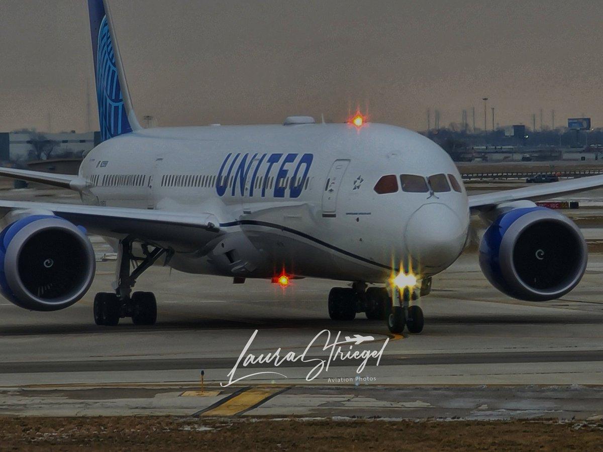 UA906 FRA/ORD @fly2ohare @united @weareunited @Boeing #787dreamliner #jetwayviews #beingunited #M12 #aviation #planespotting #AvGeek