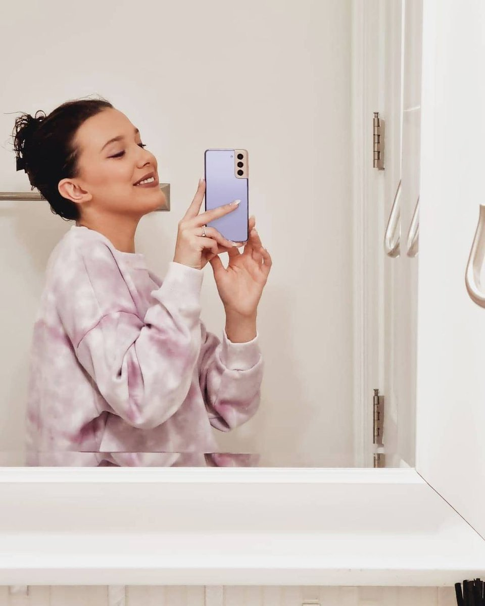 Millie Bobby Brown via Instagram em parceria com a Samsung Galaxy. #TeamGalaxy #withGalaxy #GalaxyS21 #SamsungPartner