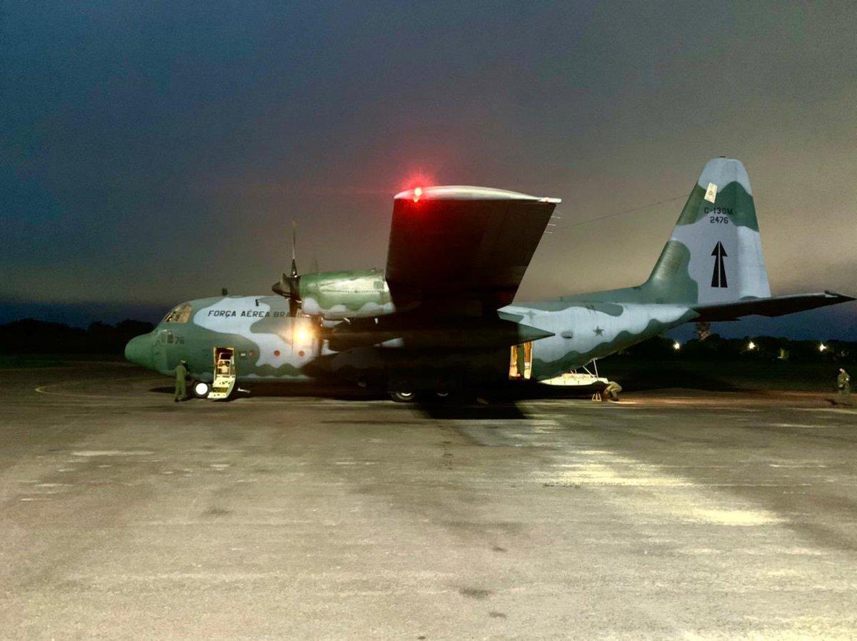 #OperaçãoCOVID19 O C-130 da #FAB decolou da Base Aérea de São Paulo às 20h27, com previsão de pouso em Manaus às 2h desta sexta-feira (15). A FAB está empenhada 24 horas por dia e 7 dias por semana no cumprimento de sua missão. Acesse:  @DefesaGovBr