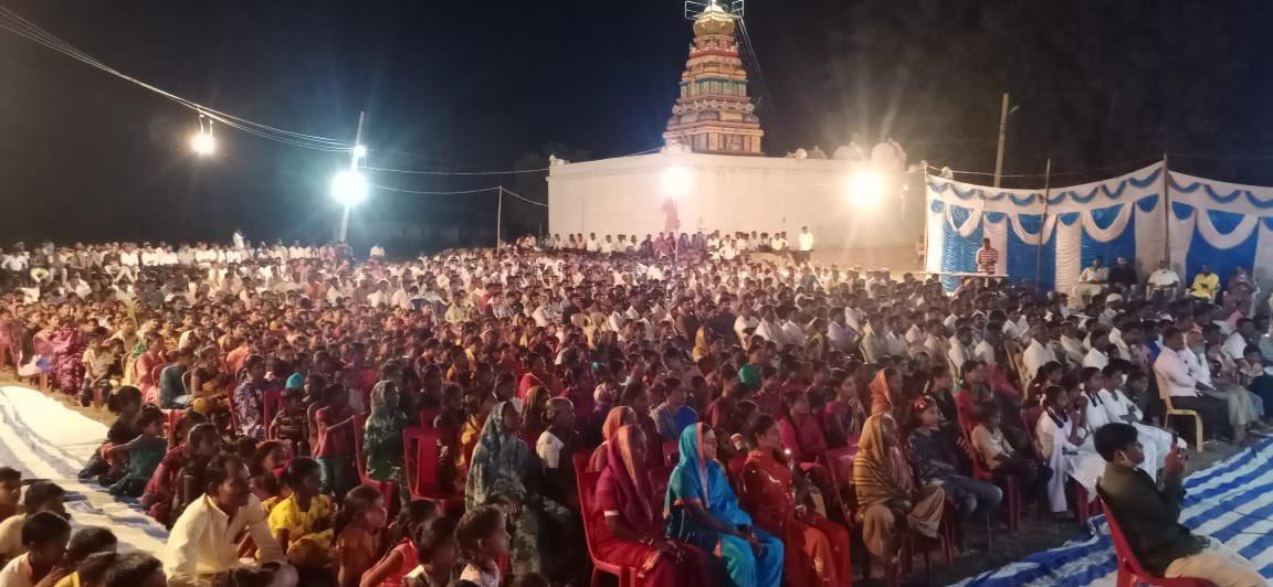 This is how people of Kadechuru a village in Yadagiri gathered to celebrate Svami Vivekananda jayanti. It was truly huge!! Kudos to the volunteers of @yuva_brigade