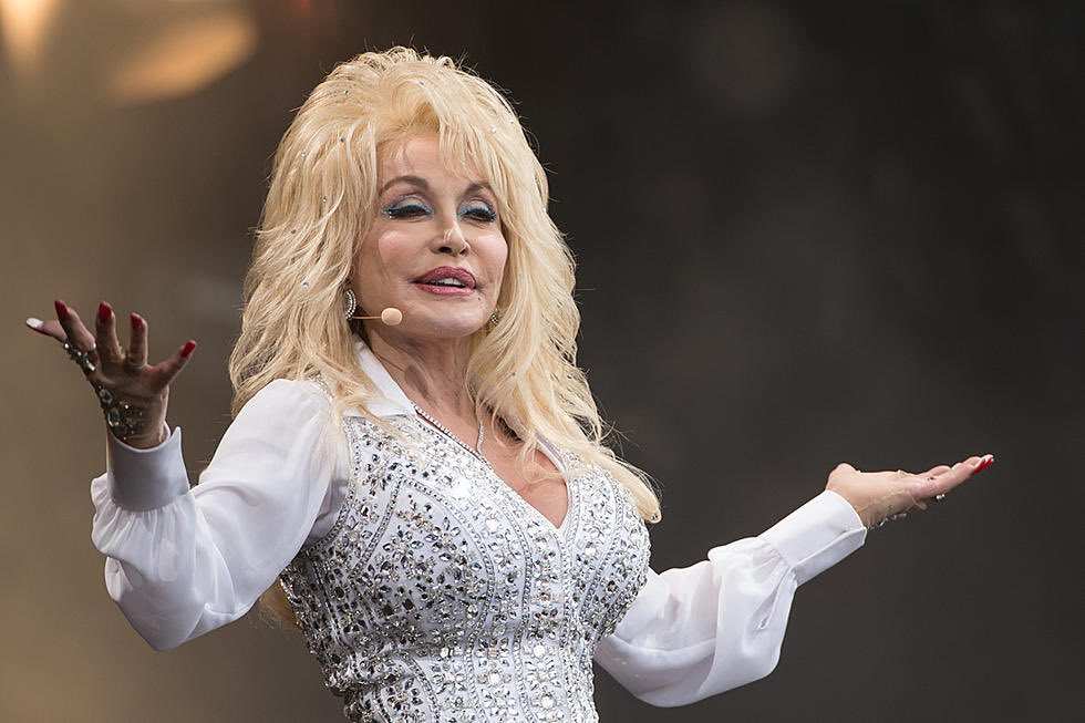 Dolly Parton may get a statue in her home state's Capitol, replacing a confederate general and Klan member. That's the basis of a proposal put forward by a Tennessee lawmaker, and it's getting a ton of traction on social media. https://t.co/8h3VvnbFnE