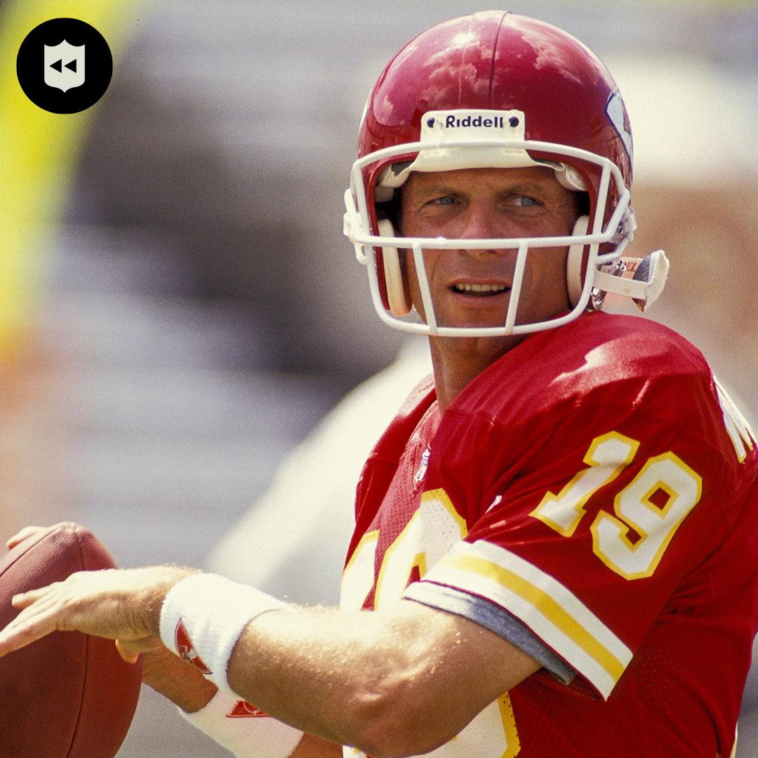 Joe Cool in Kansas City. @JoeMontana (1993-94)  📺:#CLEvsKC— Sunday 3:05pm ET on CBS 📱: NFL app // Yahoo Sports app