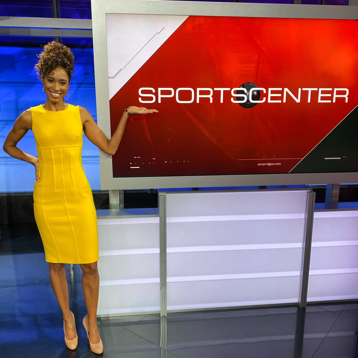 Finale on the 6pm @sportscenter before the new gig w the best teammate a girl could ask for @MattBarrie ! Thankful to espn for getting it: Allowing me to continue in my dream job while being home more w/my 3 teens (not sure they're happy about it but 🤷🏽♀️🤣) See ya Monday 12pm ET!