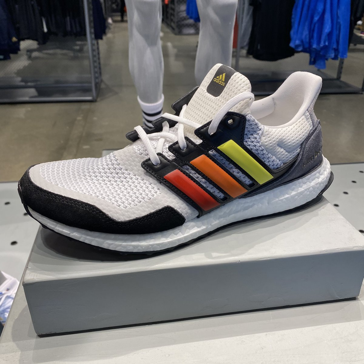 Hit the ground running this year with adidas Outlet Store.   #adidas #runningshoes #ultraboost #newyearsresolutions #houstonpremiumoutlets