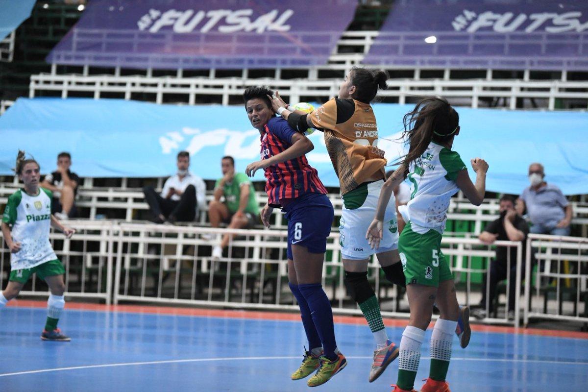 ⏱ Final  ⚽ Las Santitas cayeron en los penales. Fue 2(3) - 2(4), en Caballito, 🆚 @FerroOficial que se queda con el título del Torneo de @afa de #FutsalFemenino  👏🏻 Aplausos igual para la gran campaña del conjunto azulgrana