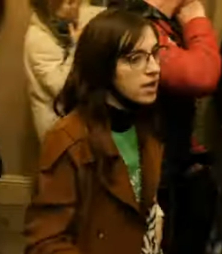 @FBI @FBIWFO This woman was directing people to Speaker Pelosi's office.