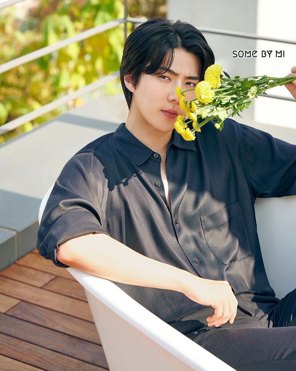 He looks beautiful 🥺🥺🥺🥺 black hair+comma styling has to be one of my fav looks on sehun