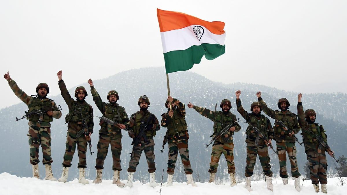 अदम्य साहस और शौर्य के साथ देश की रक्षा करने वाले हमारे वीर जवानों और सभी देशवासियों को सेना दिवस की हार्दिक शुभकामनाएँ। भारतीय सेना के पराक्रम और वीरता को मैं नमन करता हूँ।