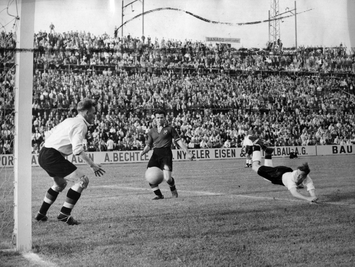 @FIFAWorldCup: @FIFAcom @England @OfficialBWFC ⚽️ Very few players manage to register more goals than appearances in a #WorldCup. This diving header against Belgium helped Nat Lofthouse achieve the feat 🤍  #pialadunia #worldcup