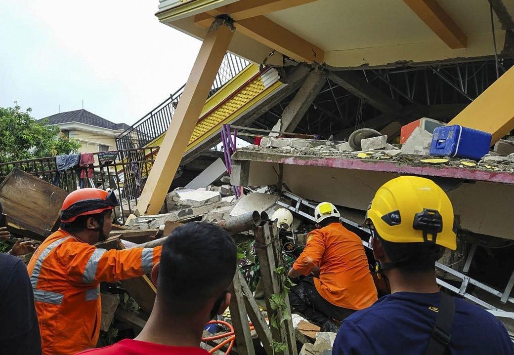 Cel puțin 7 morți și 600 de răniți, în urma unui cutremur din Indonezia. Mai multe clădiri s-au prăbușit https://t.co/2fAeWs3ifo #news #stiri #romania https://t.co/kFnL05xlKU