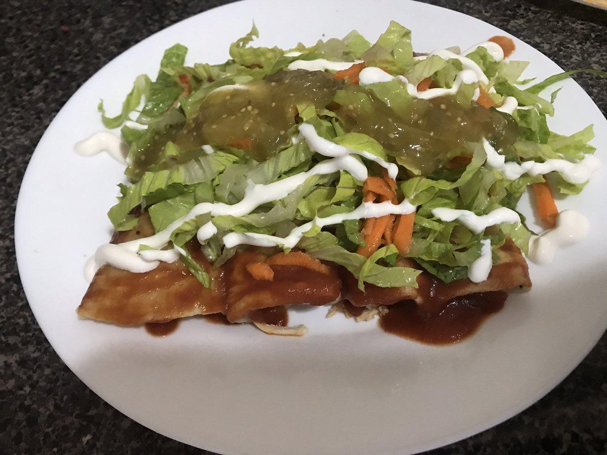 Hoy tocó entomatadas de pollo #chefmom #hoy 13 #foodie #foodblogger #soySonora #yummymummy