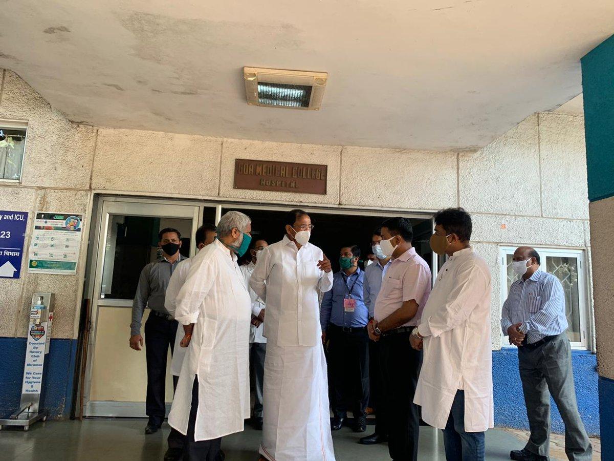उपराष्ट्रपति श्री एम वेंकैया नायडू ने आज गोवा मेडिकल कॉलेज जा कर केन्द्रीय मंत्री श्री श्रीपद यशो नायक से भेंट की, उनका कुशलक्षेम जाना। श्री नायक सड़क दुर्घटना में घायल हो गए थे। श्री नायक ने उपराष्ट्रपति को अपने स्वास्थ्य में सुधार के बारे में बताया।
